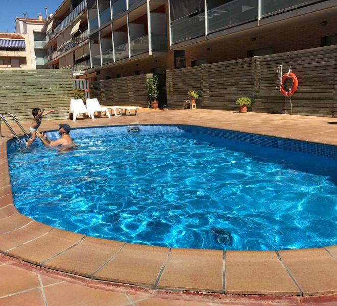 hotel-flora-parc-castelldefels-piscina